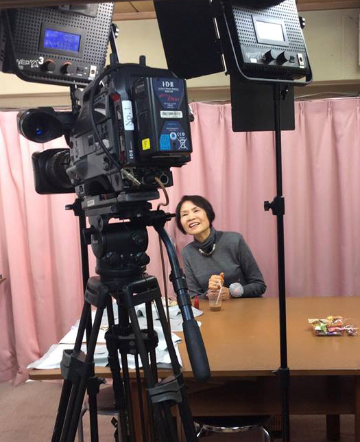 撮影中の内野靖子先生